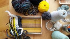 Weaving in a loom/ Tissage